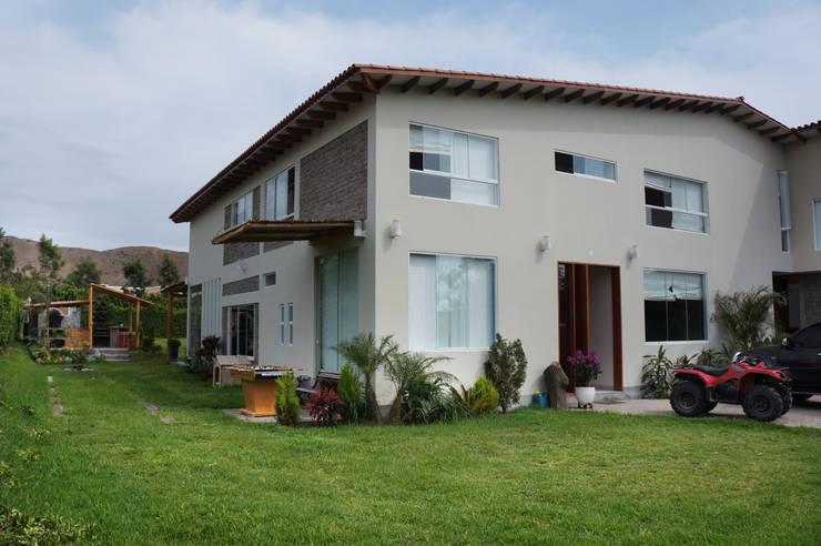Casas de estilo rústico por malu goni
