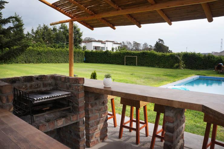 Una casa de campo peruana con parrilla y horno de barro - Jardines en casas de campo ...