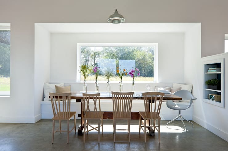 Dining room by ZeroEnergy Design