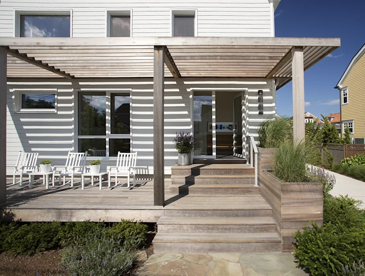 Front porch: modern Houses by ZeroEnergy Design