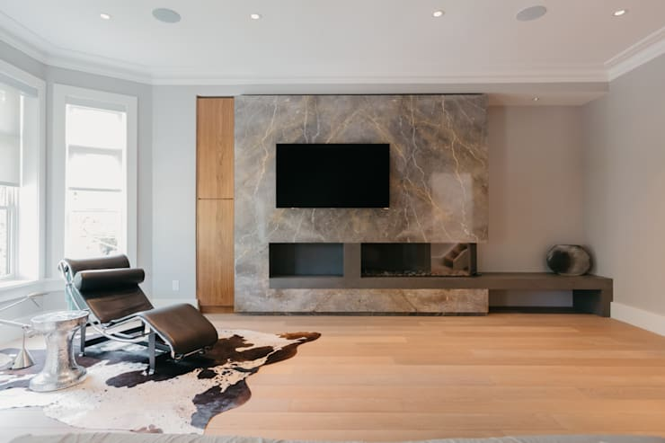 BEDFORD RESIDENCE:  Living room by FLUID LIVING STUDIO
