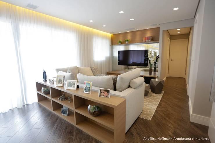 Salas de estar  por Angelica Hoffmann Arquitetura e Interiores