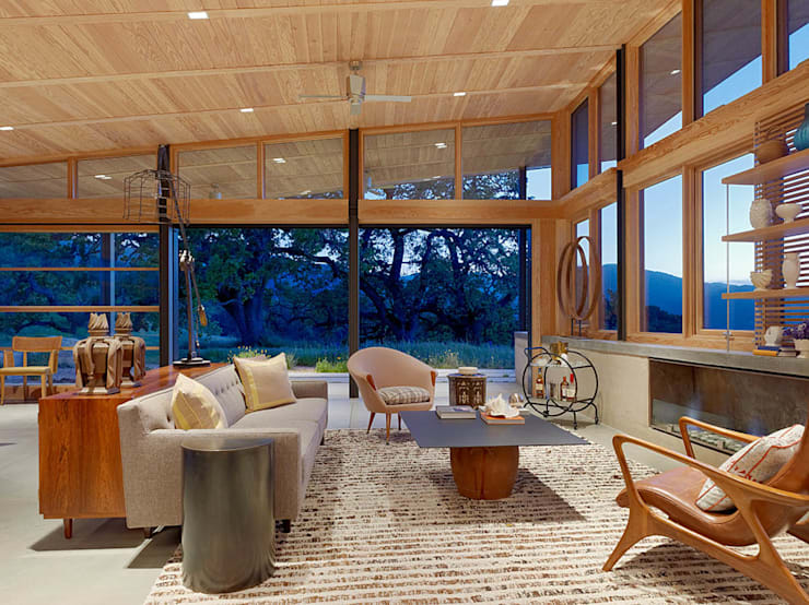 Caterpillar House:  Living room by Feldman Architecture