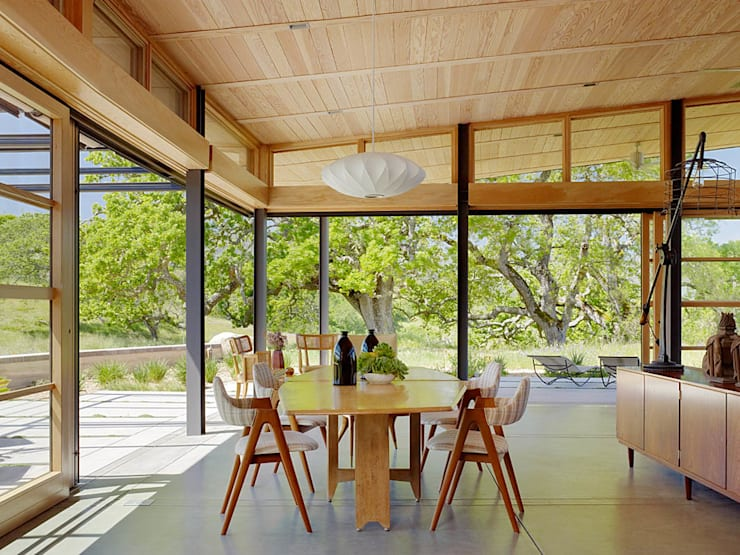 Caterpillar House:  Dining room by Feldman Architecture