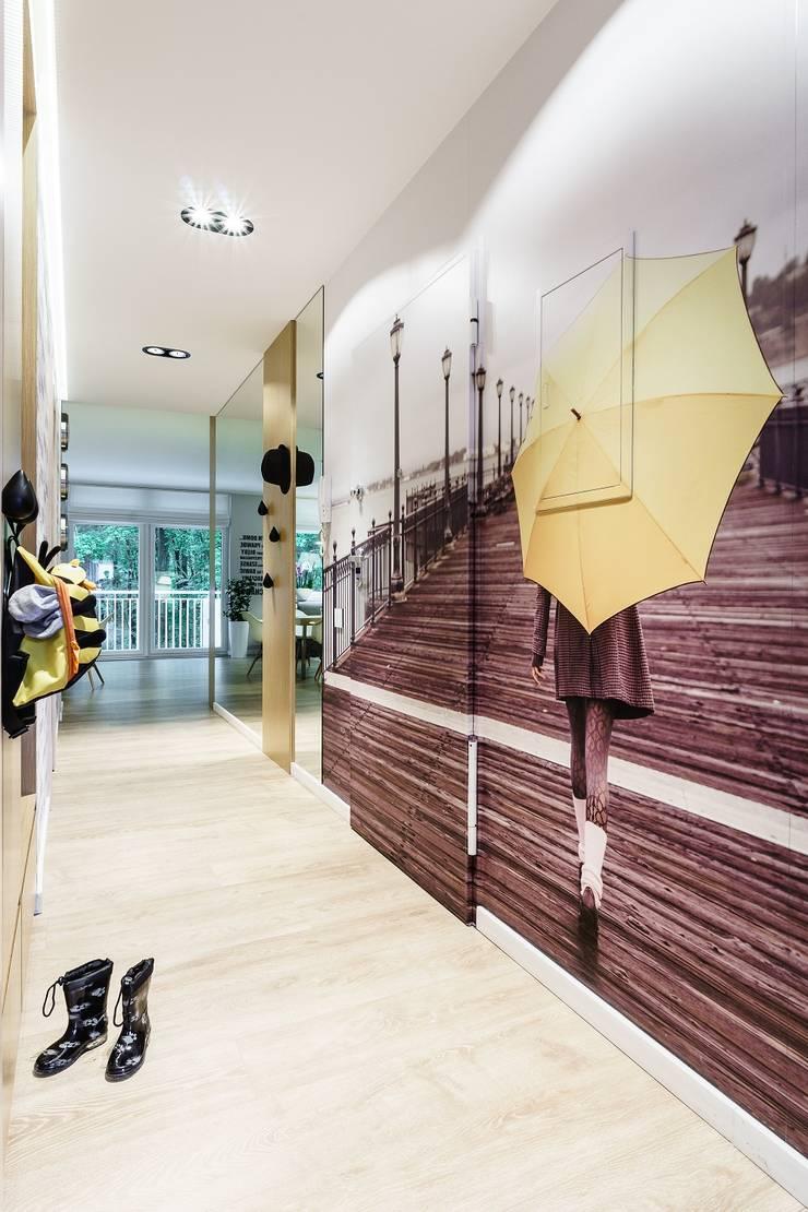 Modern Corridor, Hallway and Staircase by Saje Architekci Joanna Morkowska-Saj Modern