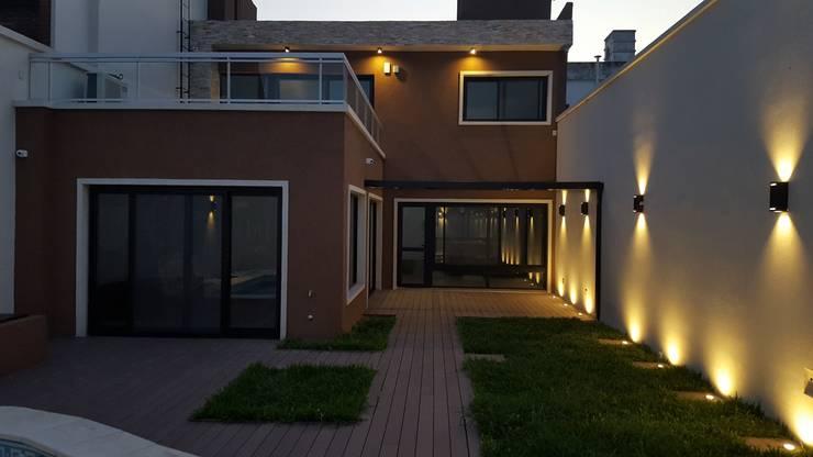 Houses by Arquitecto Oscar Alvarez