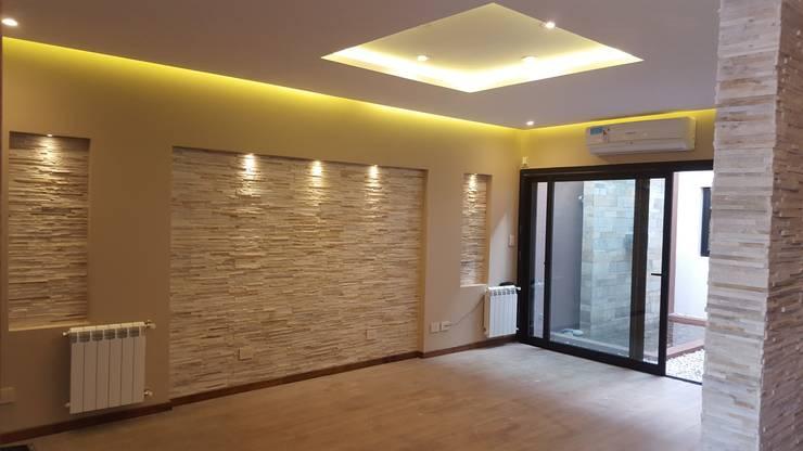 Living room by Arquitecto Oscar Alvarez