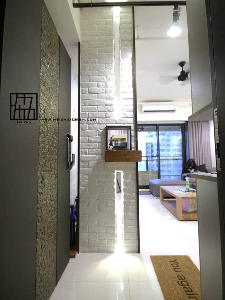 入口玄關:  走廊 & 玄關 by 協億室內設計有限公司