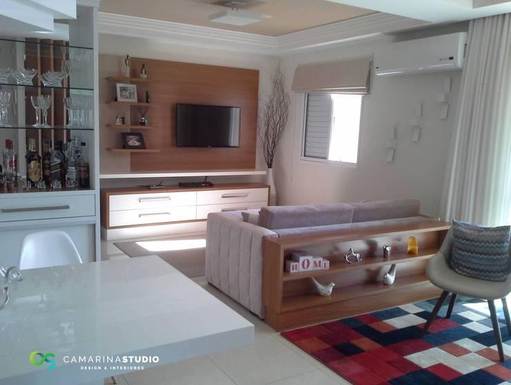 Salas / recibidores de estilo  por Camarina Studio