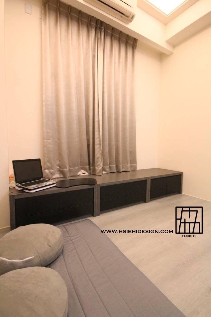 起居室:  臥室 by 協億室內設計有限公司