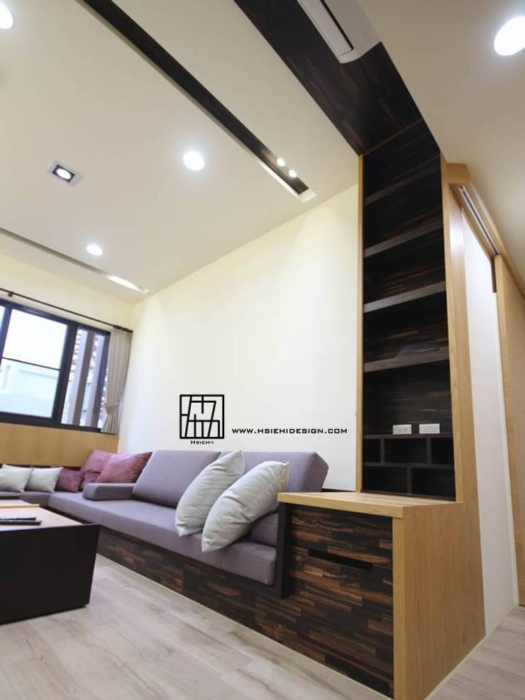 Living room by 協億室內設計有限公司