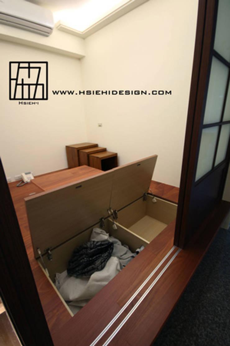 和室收納空間:  視聽室 by 協億室內設計有限公司