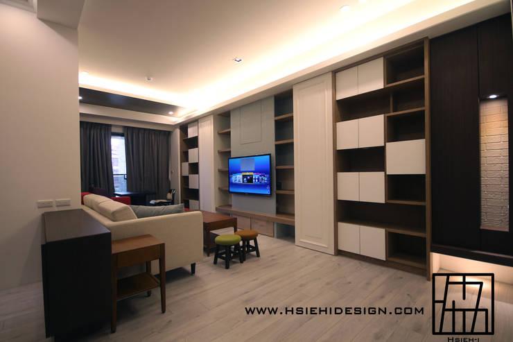 Living room by 協億室內設計有限公司,