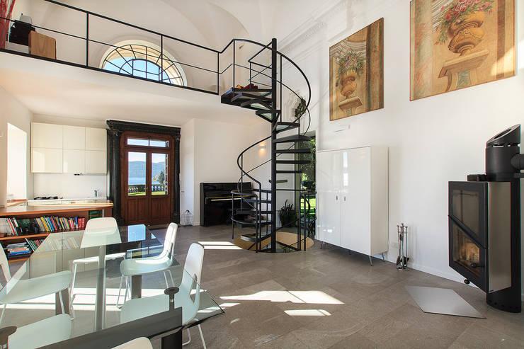 Ruang Keluarga Modern Oleh Stefano Pedroni Modern