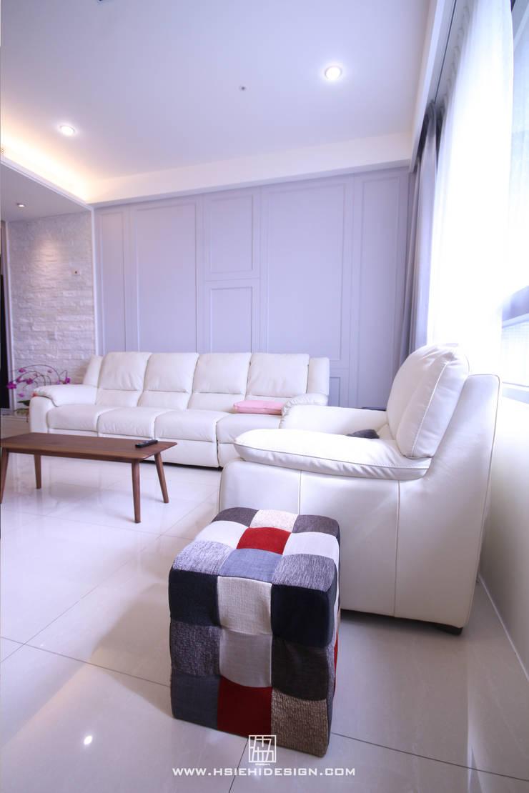 沙發背牆:  客廳 by 協億室內設計有限公司