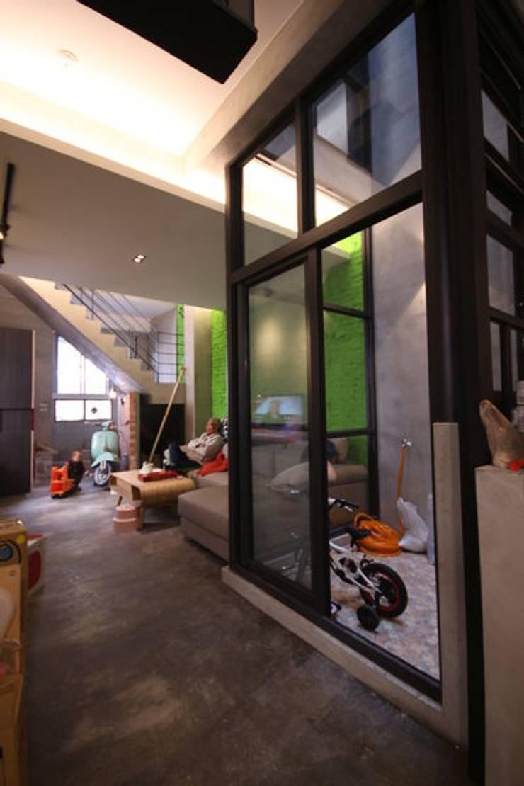 Salon de style  par 協億室內設計有限公司