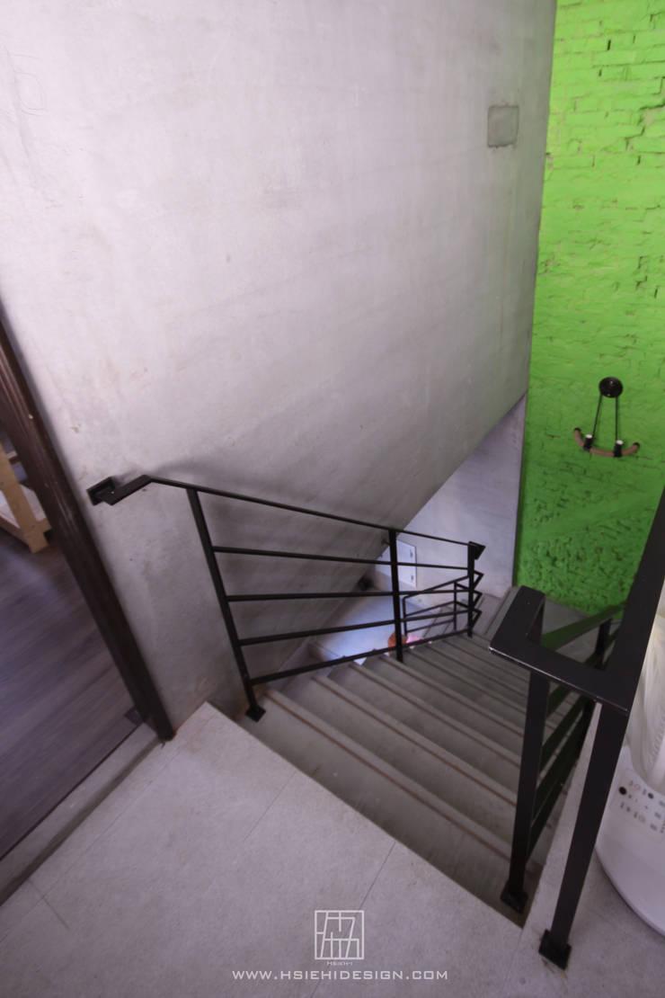 樓梯:  走廊 & 玄關 by 協億室內設計有限公司