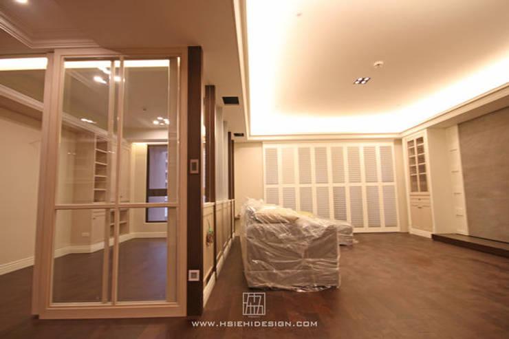 客廳與書房:  客廳 by 協億室內設計有限公司