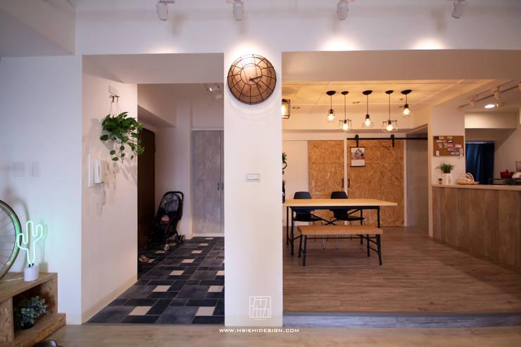 玄關與餐廳:  餐廳 by 協億室內設計有限公司