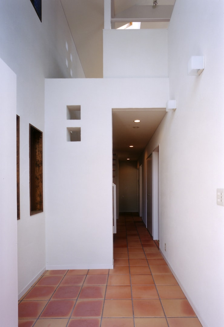 Flur & Diele von 豊田空間デザイン室 一級建築士事務所