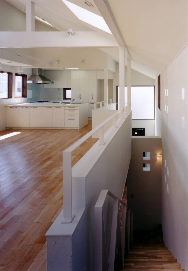 Wohnzimmer von 豊田空間デザイン室 一級建築士事務所