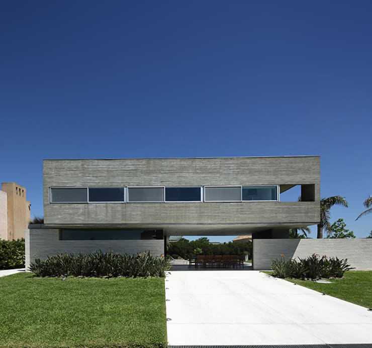 Houses by Enrique Barberis Arquitecto, Minimalist Concrete