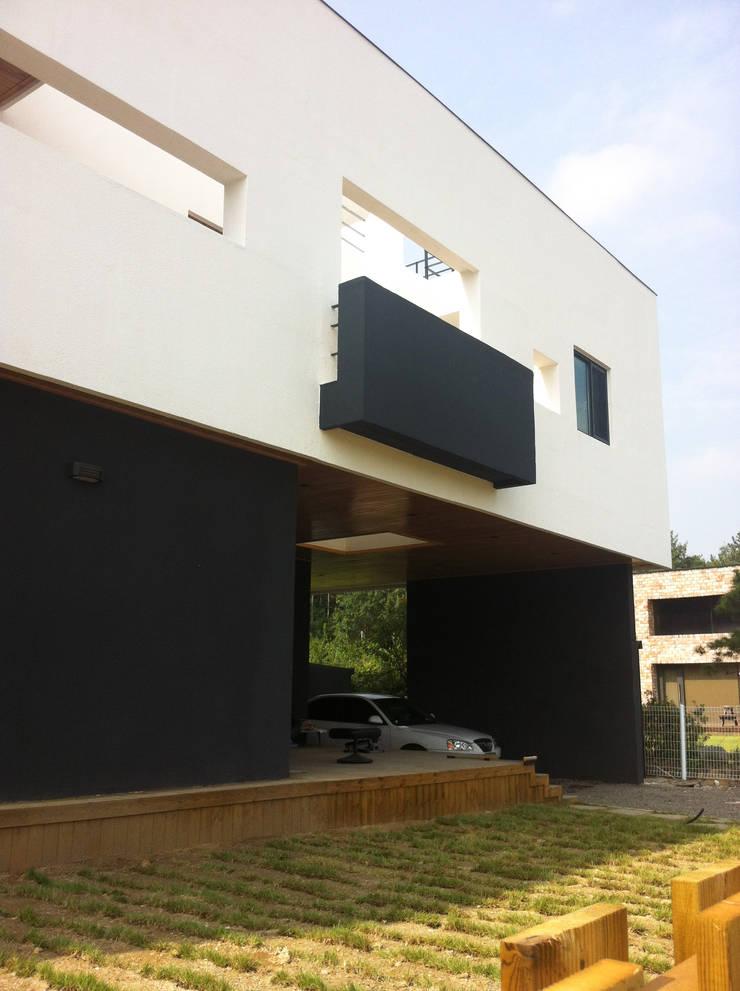 전면부: 디자인랩 소소 건축사사무소의  주택