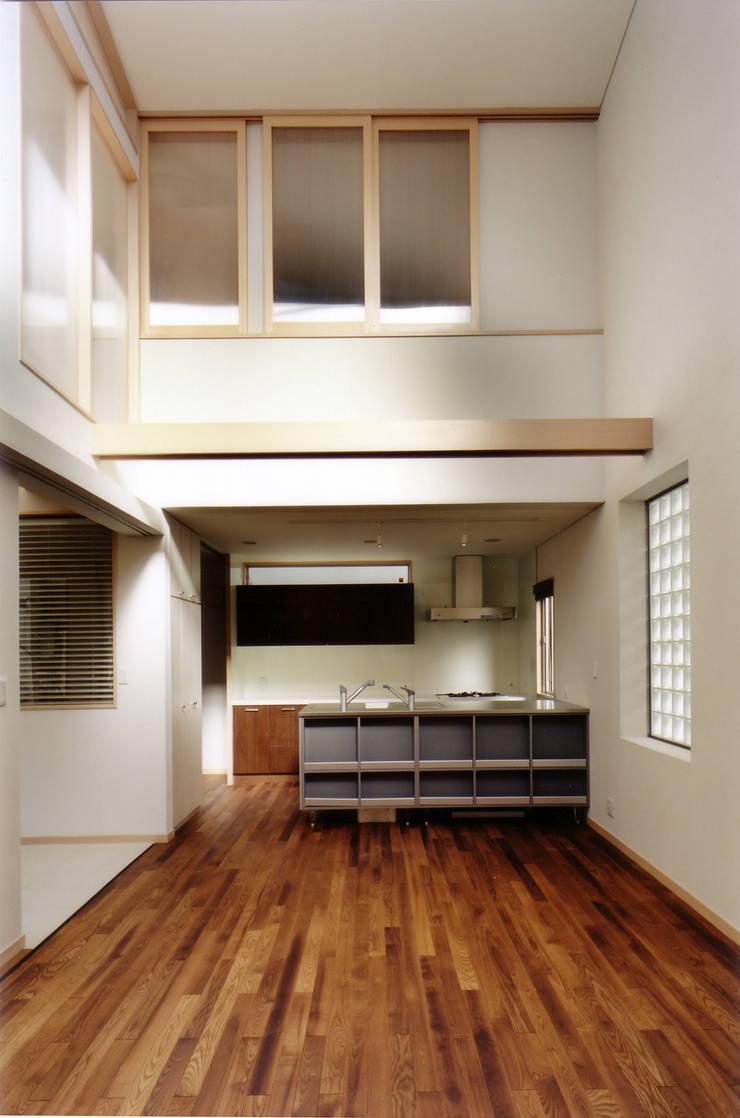 リビングよりダイニング キッチンを見る 北欧デザインの ダイニング の 豊田空間デザイン室 一級建築士事務所 北欧