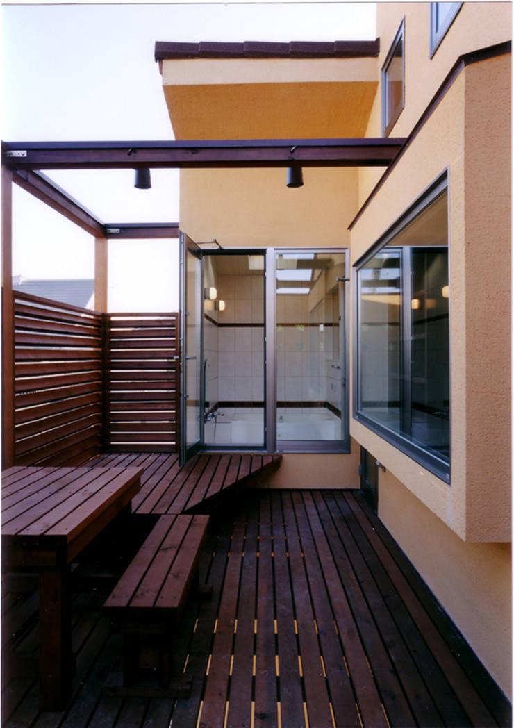 Balcones y terrazas eclécticos de 豊田空間デザイン室 一級建築士事務所 Ecléctico