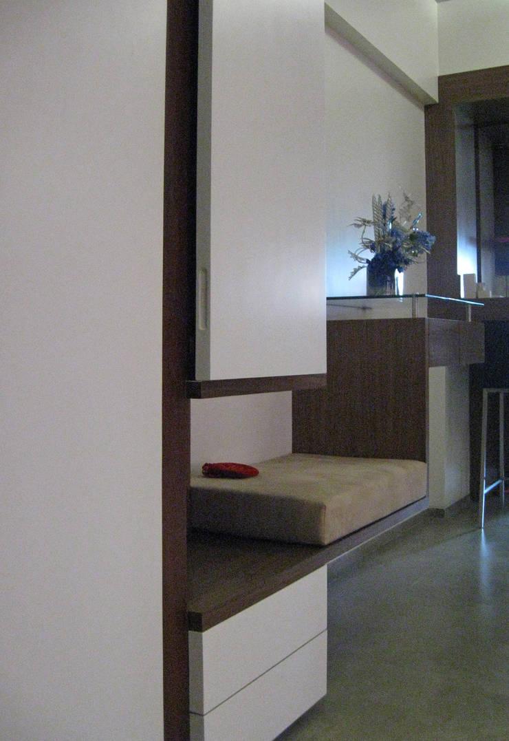 Shoe rack :  Living room by Core Design ,Modern Wood Wood effect