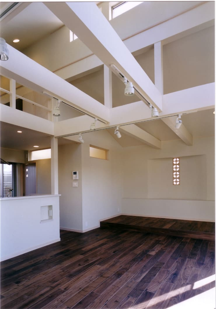 Salones eclécticos de 豊田空間デザイン室 一級建築士事務所 Ecléctico
