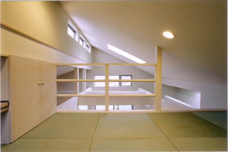 Dormitorios infantiles de 豊田空間デザイン室 一級建築士事務所 Ecléctico