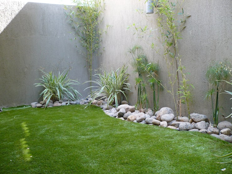 PRIVATE RESIDENCE—PANAMA CITY: minimalistic Garden by TARTE LANDSCAPES