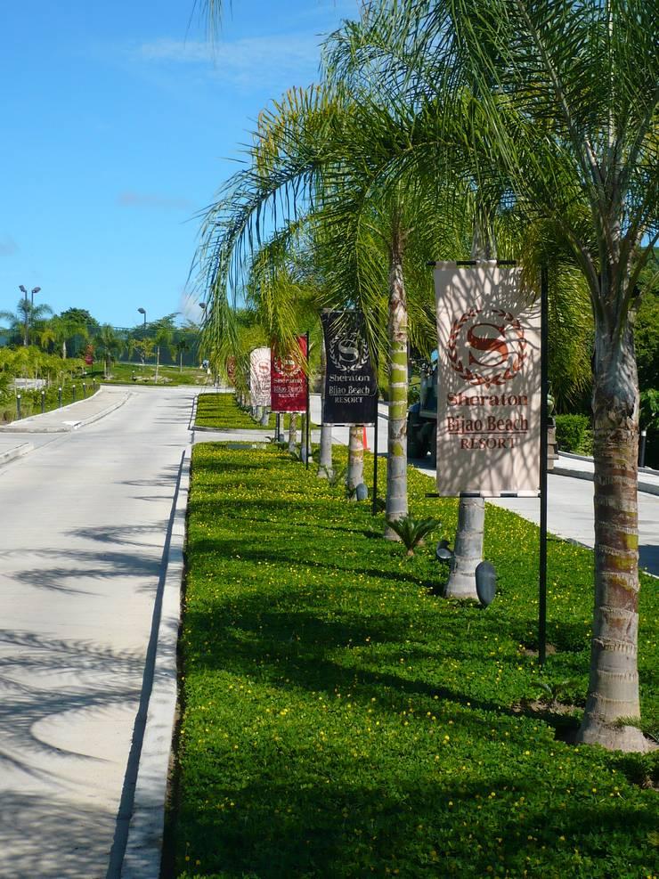 SHERATON BIJAO BEACH HOTEL—PLAYA BLANCA, PANAMA: tropical Garden by TARTE LANDSCAPES