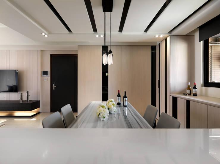 Salas de jantar  por 拾雅客空間設計