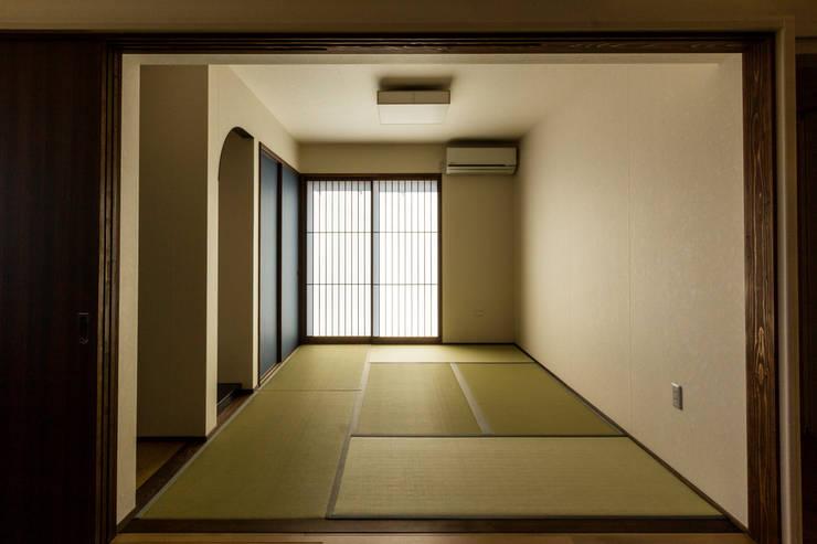 臥室 by 姫松親一郎建築設計事務所