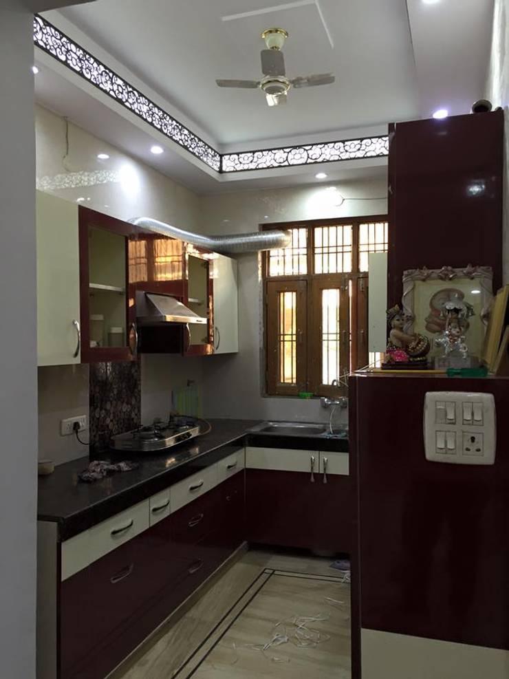Mangla's Kithcen: modern Kitchen by Designelle
