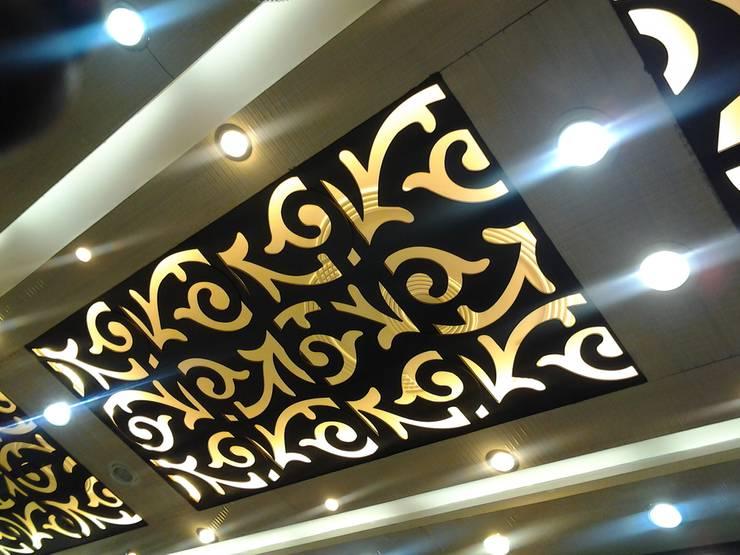 Mangla's Dining Ceiling: modern  by Designelle,Modern