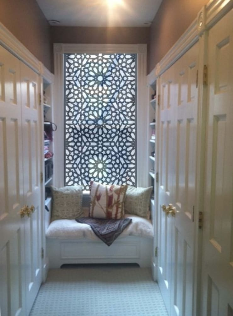 Mangla's Bedroom Dressing: modern  by Designelle,Modern
