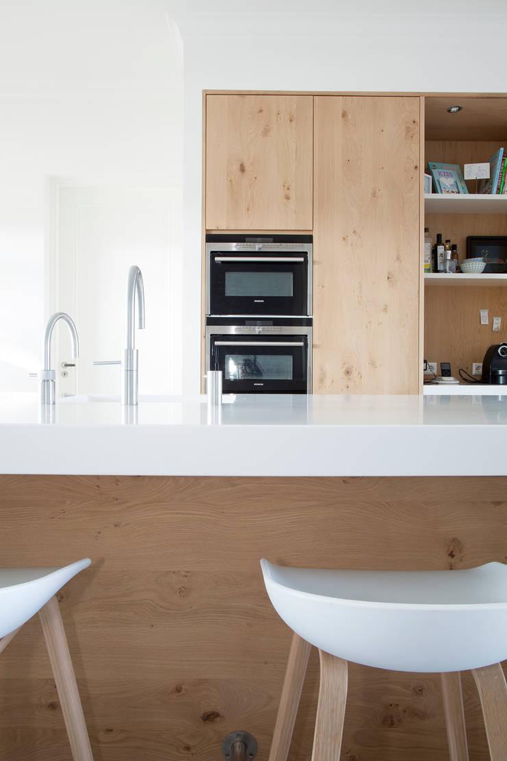 Keuken eiken hout gecombineerd met wit:  Keuken door Wood Creations
