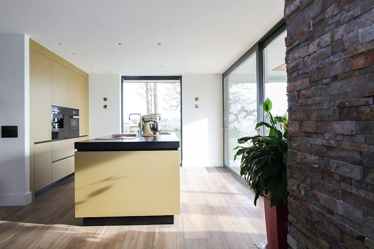 Keuken goud metallic:  Keuken door Wood Creations