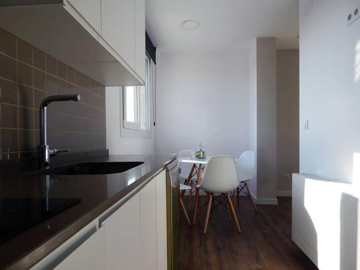 Cocinas de estilo  por Casas Cube