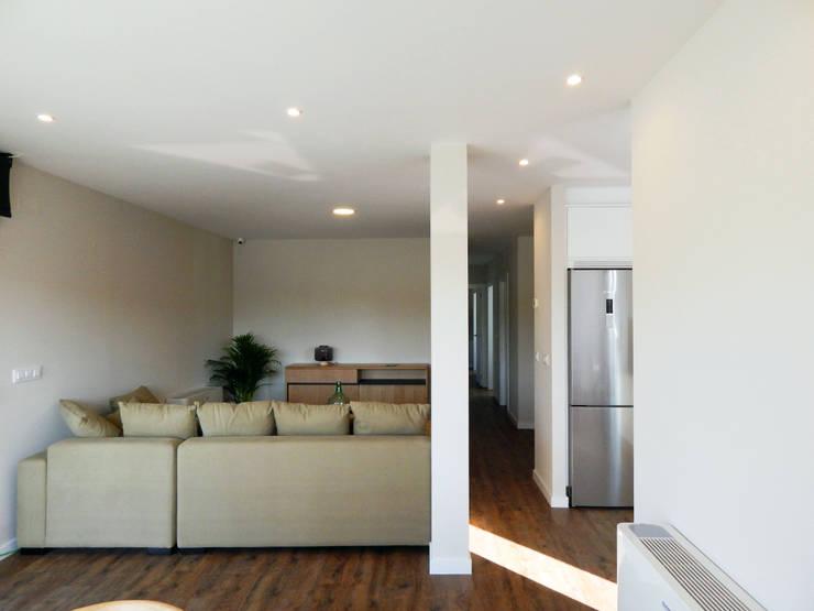 Living room by Casas Cube, Modern