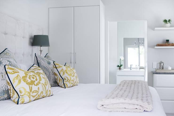 Cottage :  Bedroom by Salomé Knijnenburg Interiors