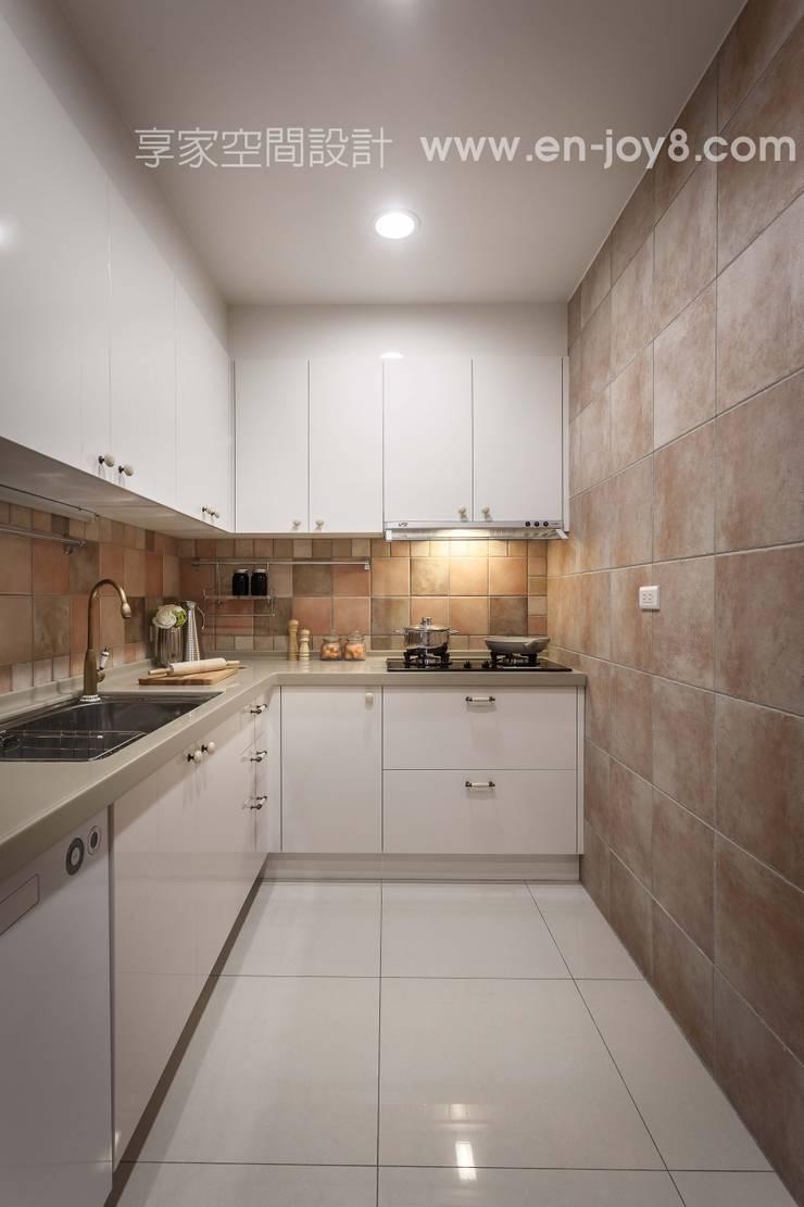 Kitchen by 享家空間設計,