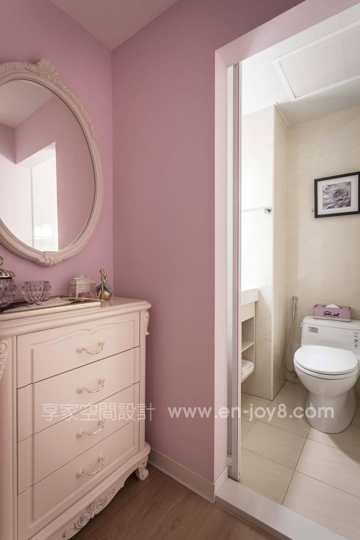 Bathroom by 享家空間設計,