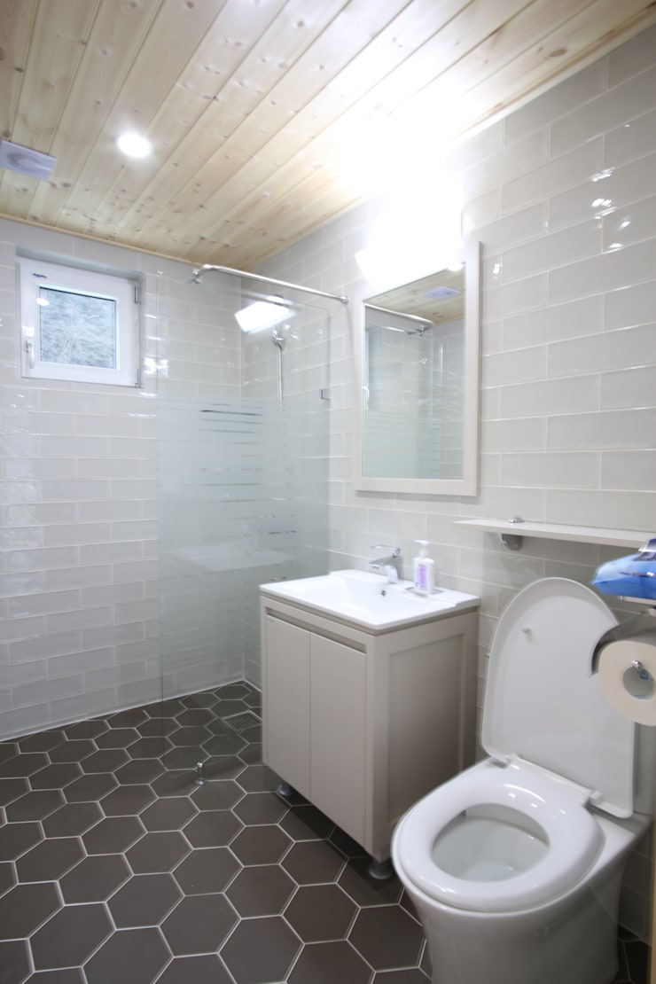 Bathroom by 위드하임