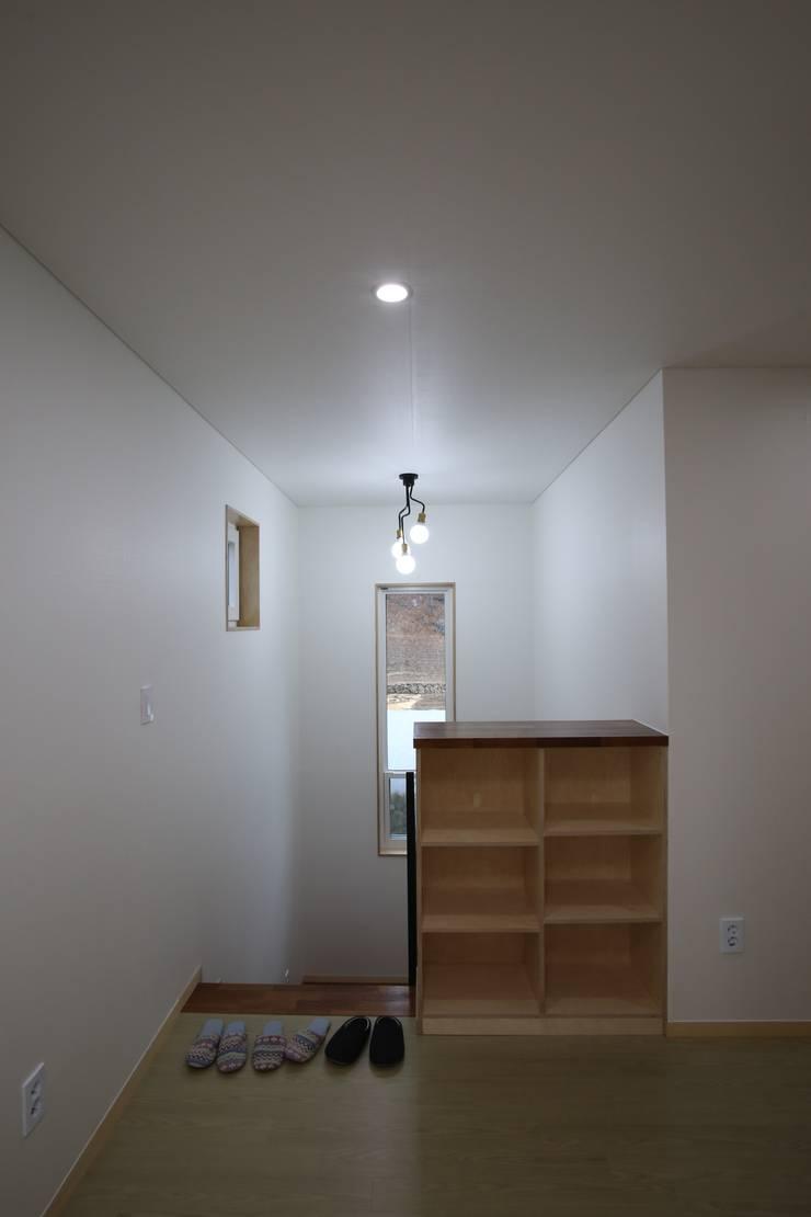 Corridor & hallway by 위드하임