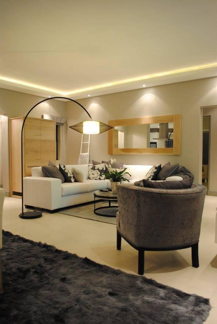 TV room:  Living room by Salomé Knijnenburg Interiors