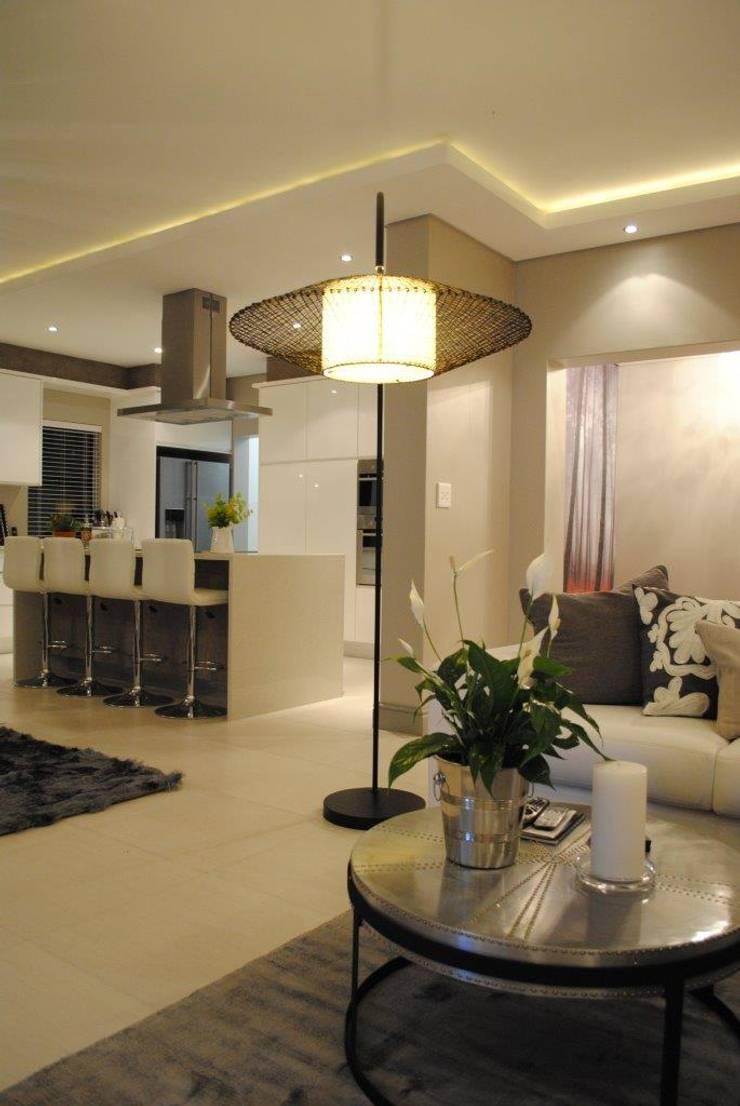 Living room:  Living room by Salomé Knijnenburg Interiors, Modern
